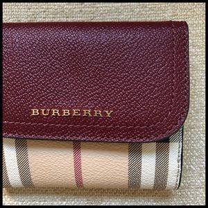 Burberry Haymarket Wallet. Vintage Check. Classic.